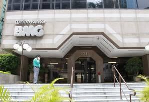 Justiça permite que BMG volte a vender cartão de crédito consignado, mas oferta não pode ser feita por telefone a idosos Foto: Marcos Alves/Arquivo