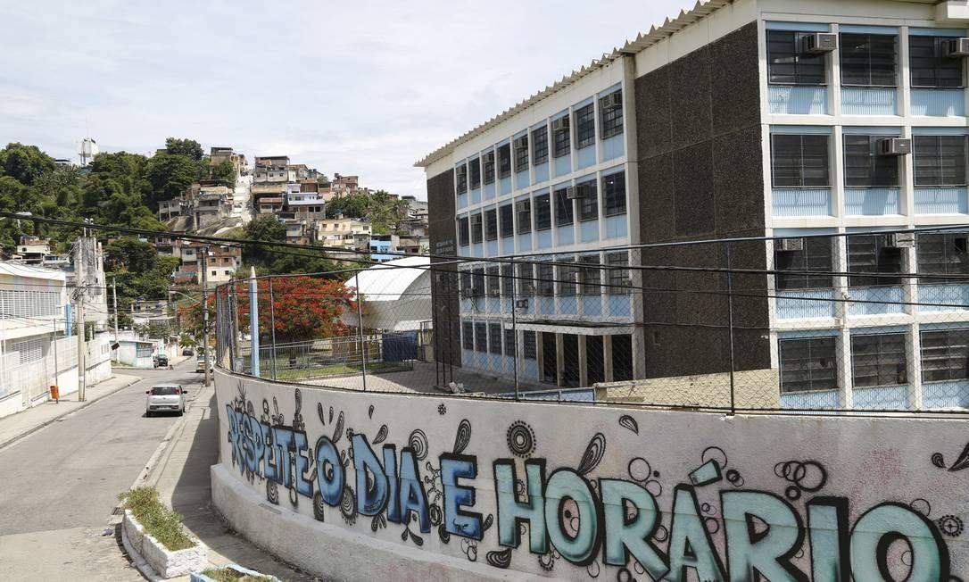 Colégio municipal Odilon Andrade é uma das unidades que ficará sem aula nesta quarta Foto: Marcos Ramos / Agência O Globo