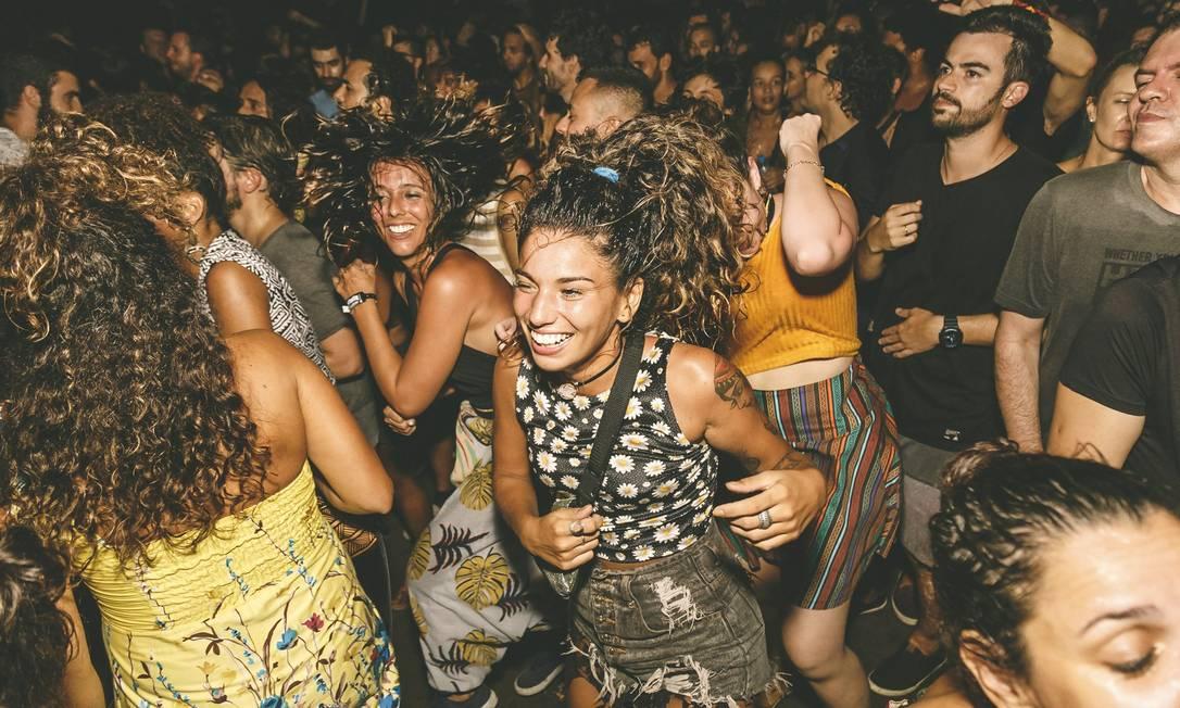 A rodinha inclusiva dos shows do BaianaSystem: banda costuma gritar 'respeita' para garantir a segurança das mulheres Foto: Rodrigo Ferraz /Zimel / Agência O Globo