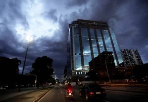 Nuvens de chuva no inicio da noite no centro do da cidade Foto: Custódio Coimbra / Agência O Globo