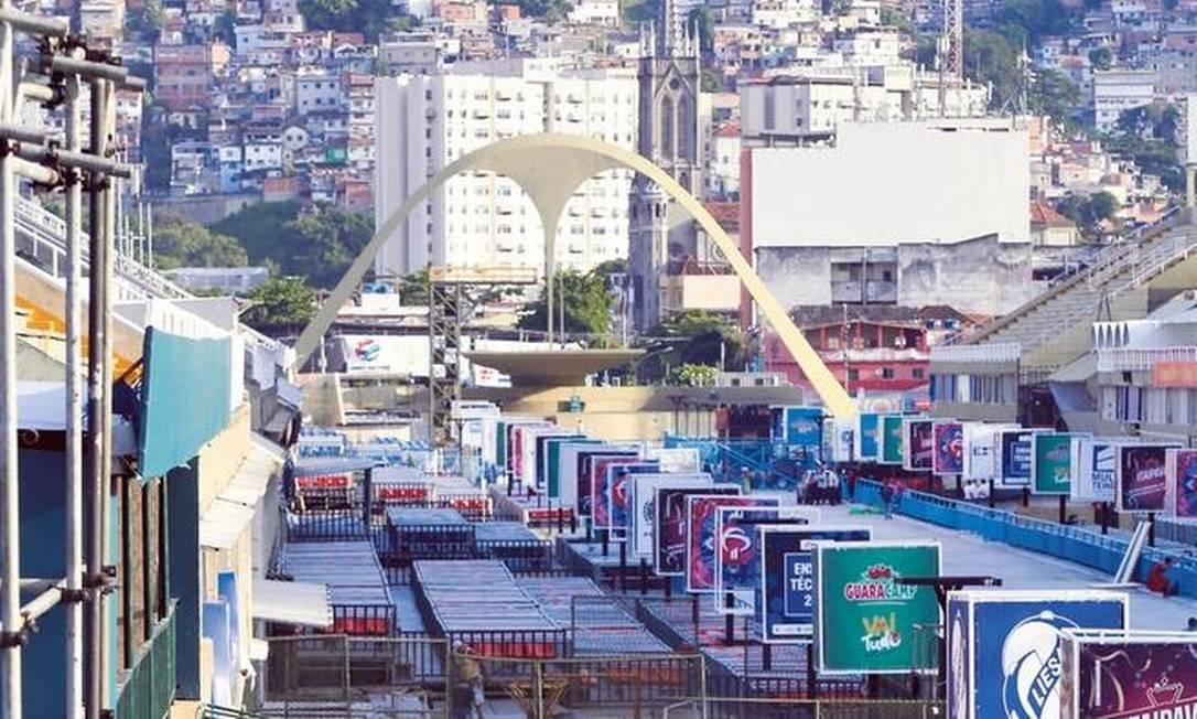 Embargado: Sambódromo não tem rotas de fuga sinalizadas Foto: Domingo Peixoto / Agência O GLOBO