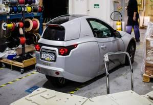 Um carro elétrico Solo, da Electra Meccanica, na unidade de produção da empresa. Foto: Bloomberg