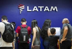 Na Latam, marcação de assentos em voos internacionais pode custar até US$ 20 Foto: Gabriel Monteiro / Agência O Globo
