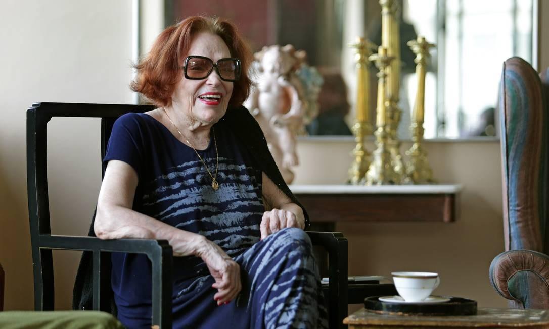 Bibi Ferreira quando comemorou 75 anos de carreira, com show no Vivo Rio. Na foto, a atriz em sua casa, no Flamengo, em 18/02/2016 Foto: Márcio Alves / Agência O Globo