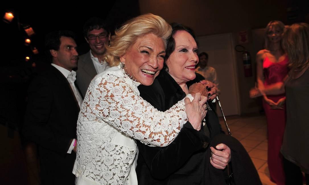 Bibi Ferreira com Hebe Carmargo, em show do cantor francês Charles Aznavour, em São Paulo, em 17/04/2008 Foto: Cristina Villares / Editora Globo / Agência O Globo