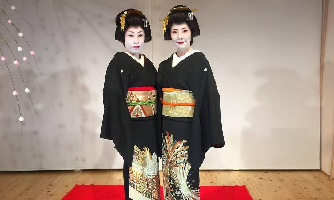 Participar de uma cerimônia do chá na companhia de gueixas é um dos programas mais instigantes na região de fontes termais Arima Onsen, em Kobe Foto: Marcelo Balbio / O Globo