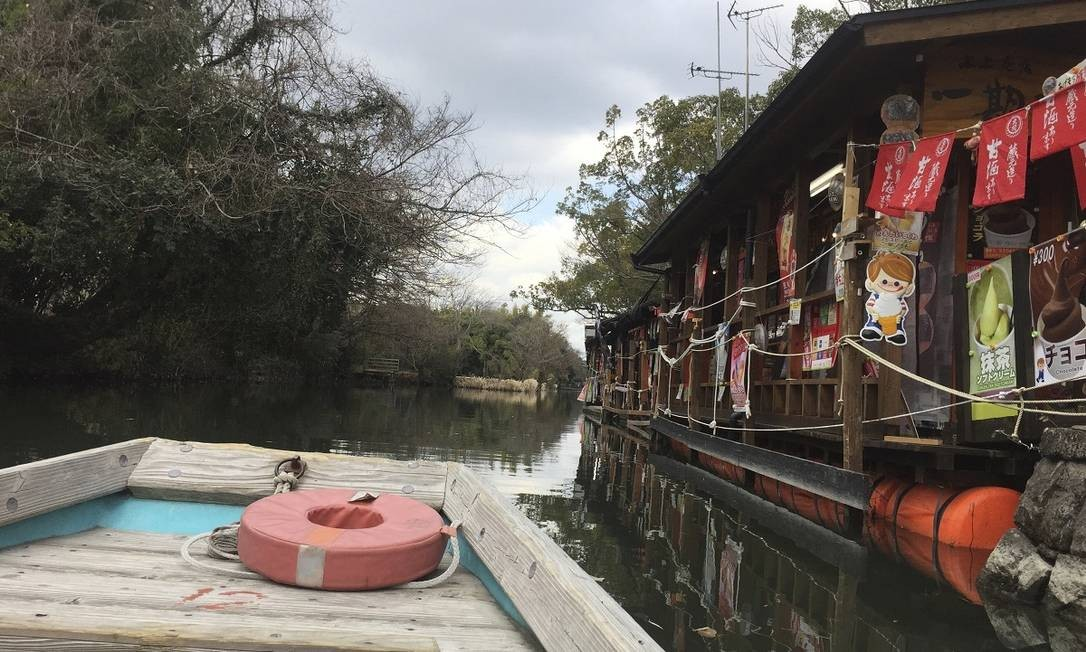 Alugue um quimono e faça um passeio de barco por Fukuoka, ao som de canções tradicionais japonesas cantadas pelo próprio navegador. Impossível não se emocionar Foto: Marcelo Balbio / O Globo