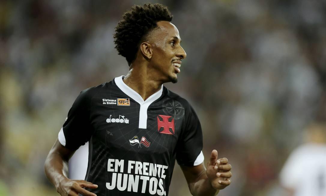 Bandeira do Flamengo em camisa gera nova crise no Vasco - Jornal O Globo 925f53b536ad1