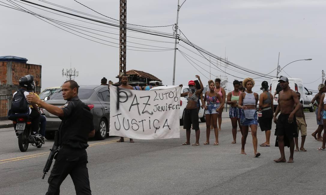 Protesto após morte da menina Foto: Domingos Peixoto / Domingos Peixoto
