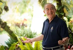 Em sua casa na Barra, Renato Aragão, de 84 anos, diz que não faltam projetos para o futuro: 'Me chamam de Globonews, nunca desliga' Foto: Roberto Moreyra / Agência O Globo