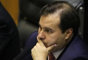 O presidente da Câmara, Rodrigo Maia, preside sessão no plenário Foto: Jorge William / Agência O Globo