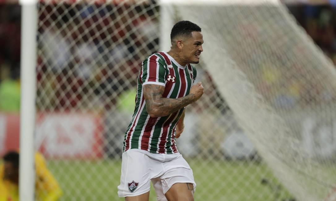 e38ca0b43bbdb A emoção de Luciano ao marcar o gol da vitória do Fluminense sobre o  Flamengo na