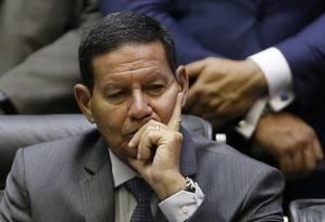 O vice-presidente Hamilton Mourão classificou a crise no governo como 'futriquinha' Foto: Jorge William / Agência O Globo