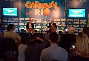 O prefeito do Rio Marcelo Crivella e o presidente da Riotur, Marcelo Alves, na entrevista Foto: Divulgação Prefeitura do Rio