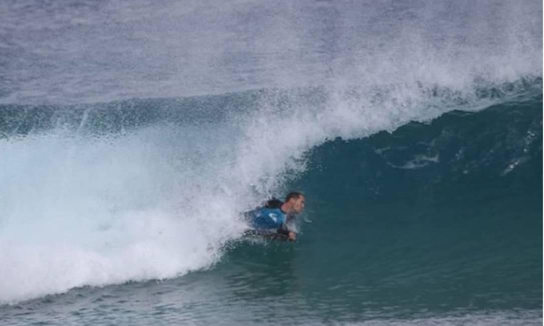 Carlos Vinícius Cavalcanti foi mordido quando surfava na praia Cacimba do Padre Foto: Reprodução/Instagram