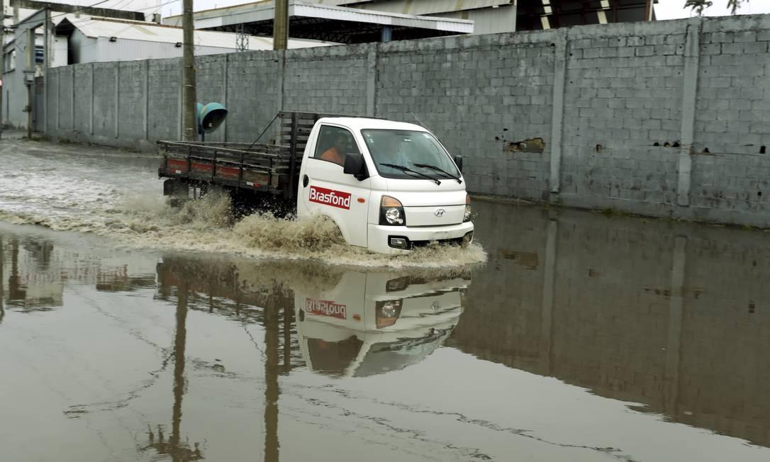 Riotur pode cancelar blocos caso o Centro de Operações faça um novo alerta de tempestade Foto: Gabriel de Paiva / Agência O Globo