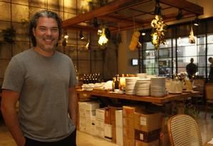 Casa nova. O chef Pedro Artagão no Al Fresco, restaurante italiano recém-inaugurado no Rio Design Leblon Foto: Fábio Guimarães / fotos de fábio guimarães