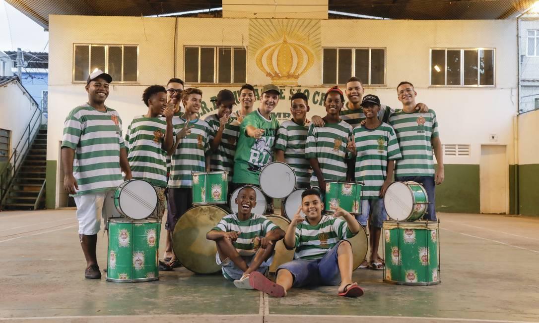Alguns dos jovens integrantes do Batuke Imperial, de São Cristóvão Foto: Gabriel Monteiro / Agência O Globo