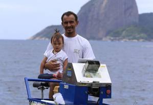 Motivação. Thiago Villar e a filha Desirée, de quase 3 anos; nome da barraquinha (Desi) é uma homenagem à menina Foto: Roberto Moreyra / Roberto Moreyra