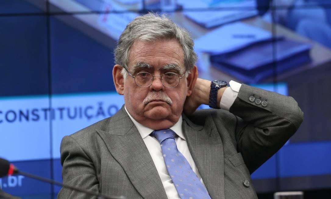 O advogado Antônio Claudio Mariz, durante reunião na CCJ Foto: Givaldo Barbosa/Agência O Globo/10-07-2017