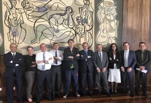 O presidente Jair Bolsonaro acompanhado de ministros, aliados e assessores Foto: Reprodução/Twitter