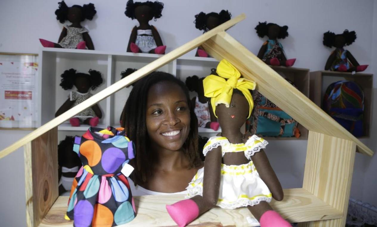 No Centro do Rio, Jaciana Melquiades inaugura a primeira loja de bonecas negras do Brasil Foto: Antonio Scorza / Antonio Scorza