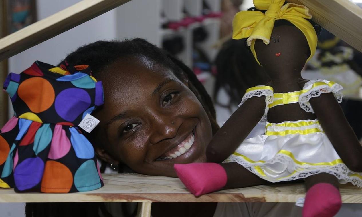 Um levantamento feito em 2018 pela ONG Avante constatou que apenas 6,5% das bonecas fabricadas pela indústria nacional são negras Foto: Antonio Scorza / Agência O Globo