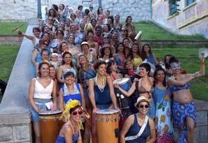 'Xô' machismo. O bloco Filhas da Lua levará recado feminista para as ruas: meninas donas das próprias baquetas Foto: Divulgação