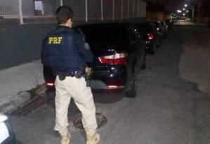 Presa por receptação diz que comprou carro na internet Foto: Divulgação/Polícia Rodoviária Federal (PRF)