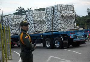 Caminhões chegam ao centros de armazenamento de ajuda humanitária próximos à Ponte de Tienditas, na fronteira entre Colômbia e Venezuela Foto: CARLOS EDUARDO RAMIREZ / REUTERS