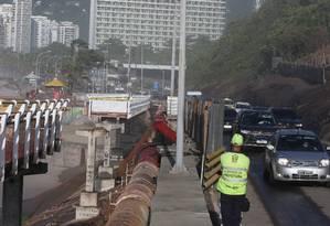 A Avenida Niemeyer foi reaberta nesta segunda-feira após 12 dias fechada Foto: Fabiano Rocha / Agência O Globo