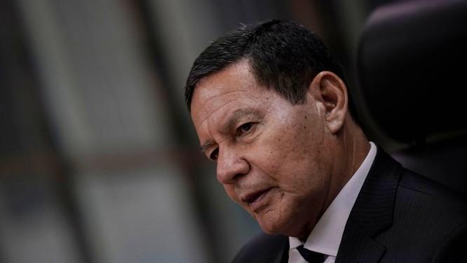 O vice-presidente Hamilton Mourão, durante entrevista Foto: Ueslei Marcelino/Reuters/14-02-2019