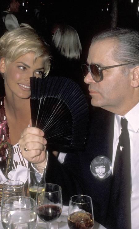 Com Linda Evangelista, em novembro de 1990, num jantar beneficente Foto: Ron Galella / WireImage