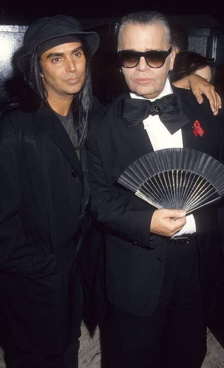 O fotógrafo Steven Meisel com Karl, em 1993 Foto: Ron Galella / WireImage
