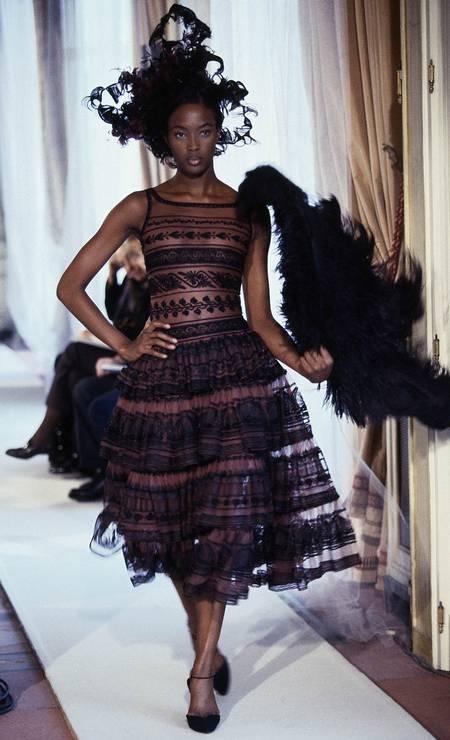 Naomi Campbell em desfile da alta-costura primavera-verão 1997 da Chanel Foto: Guy Marineau / Getty