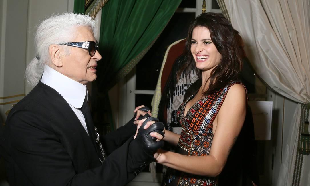 Com a modelo brasileira Isabeli Fontana, em 2015 Foto: Victor Boyko / Getty Images