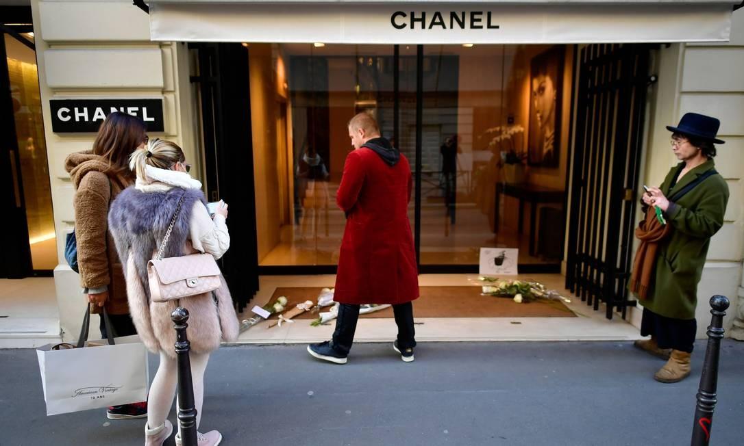 Homenagem ao estilista Karl Lagerfeld Foto: LIONEL BONAVENTURE / AFP