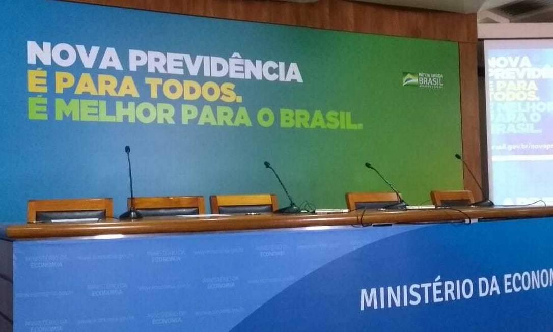 Slogan no auditório do Ministério da Economia onde técnicos irão apresentar os detalhes da proposta de reforma da Previdência Foto: Marcello Côrrea