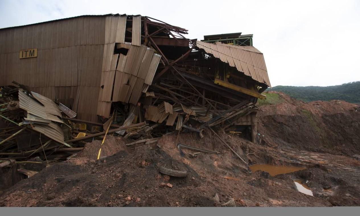 Estrutura mais próxima da barragem de Brumadinho foi destruída pela lama e ainda esconde corpos a serem resgatados Foto: Alexandre Cassiano / Agência O Globo