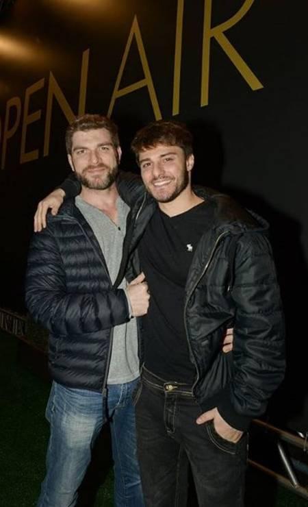 Hugo e o namorado, o ator Conrado Helt Foto: Reprodução/ Instagram