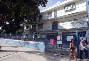 Colégio estadual Bangu tem salas e alunos , mas não pode abrir turmas Foto: Rafael Moraes / Agência O Globo