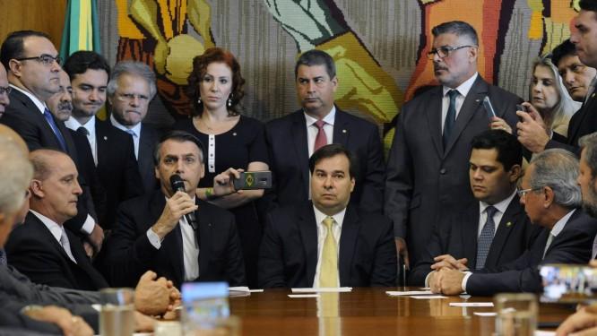 O presidente Jair Bolsonaro em encontro com parlamentares na entrega da  reforma da Previdência ao Congresso 42b7e4f208d79