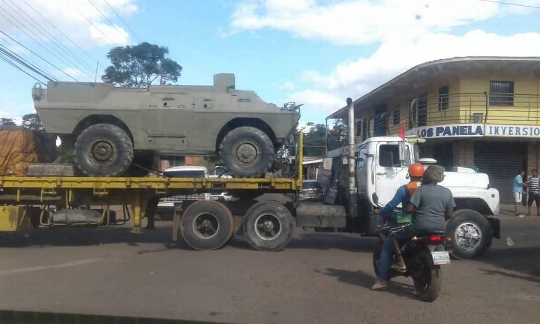 Maduro envia tanques para Santa Elena, cidade a 15 quilômetros da fronteira entre Venezuela e Brasil Foto: Reprodução