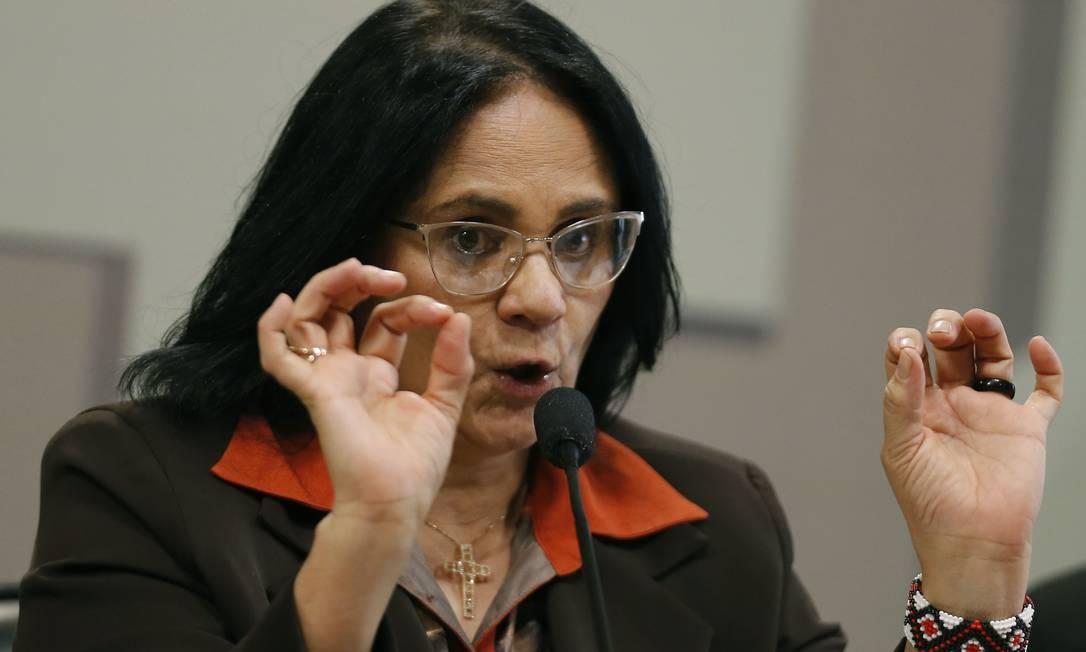 A ministra da Mulher, da Família e dos Direitos Humanos, Damares Alves, em audiência pública no Senado Foto: Jorge William / Agência O Globo