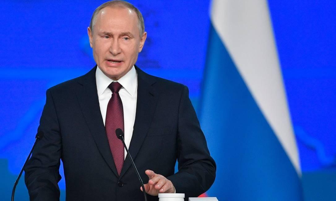 O presidente russo, Vladimir Putin, discursa na Assembléia Federal, incluindo os parlamentares da Duma, membros do Conselho da Federação, governadores regionais e outros funcionários, em Moscou. Foto: ALEXANDER NEMENOV / AFP