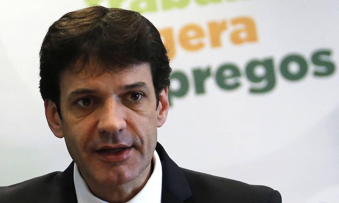 O ministro do Turismo, Marcelo Álvaro Antônio, durante entrevista Foto: Jorge William/Agência O Globo/16-01-2019