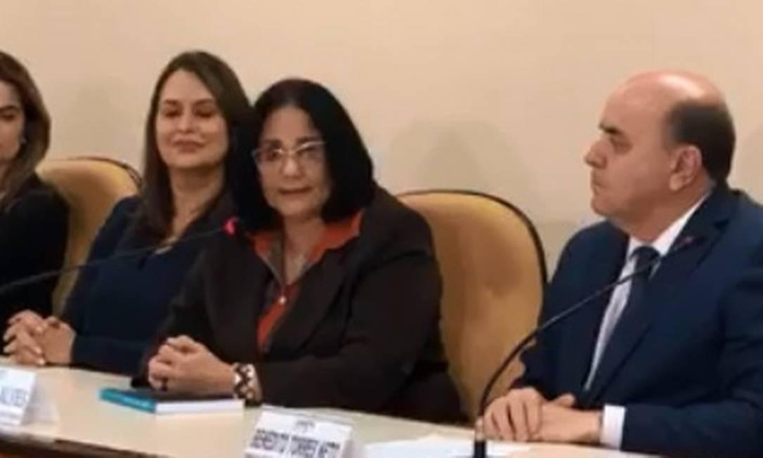 A ministra Damares Alves, durante reunião com força-tarefa do MP de Goiás Foto: Reprodução/Facebook