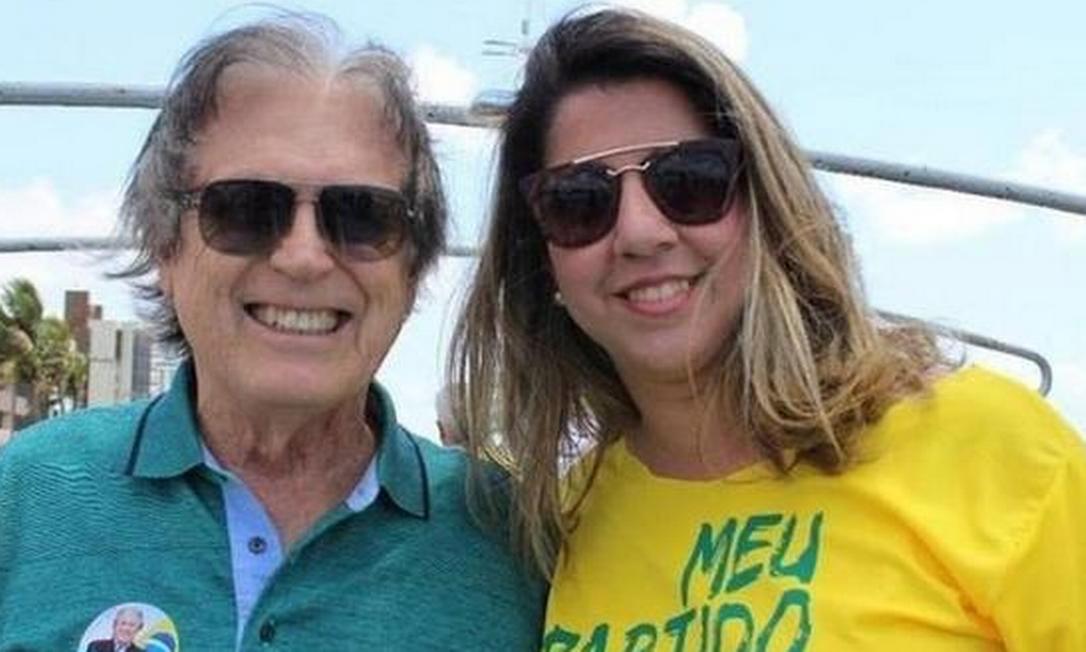 Mariana Nunes, candidata a deputada estadual, ao lado do presidente do PSL, Luciano Bivar Foto: Reprodução