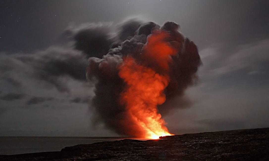 Antes da década de 1980, teoria dominante era a de que as enormes e prolongadas erupções vulcânicas causaram uma mudança rápida e mortal no clima do planeta Foto: Pixabay