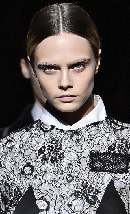 Cara Delevingne fez sua estreia na passarela da Prada, nessa quinta-feira, durante a semana de moda de Milão Foto: Victor VIRGILE / Gamma-Rapho via Getty Images